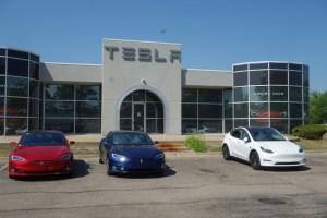 Tesla a deschis prima reprezentanță în fieful celor trei mai producători auto americani!
