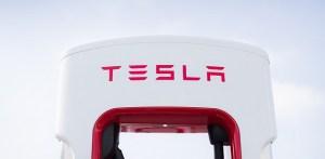 Decada Tesla și influența sa fără precedent asupra industriei auto globale