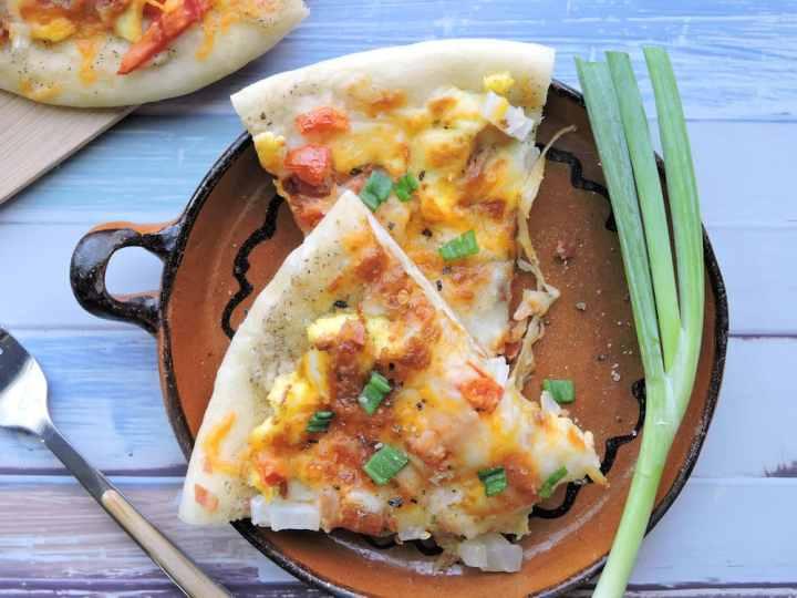 24Bite Recipe: Bacon and Eggs Breakfast Pizza Recipe by Christian Guzman