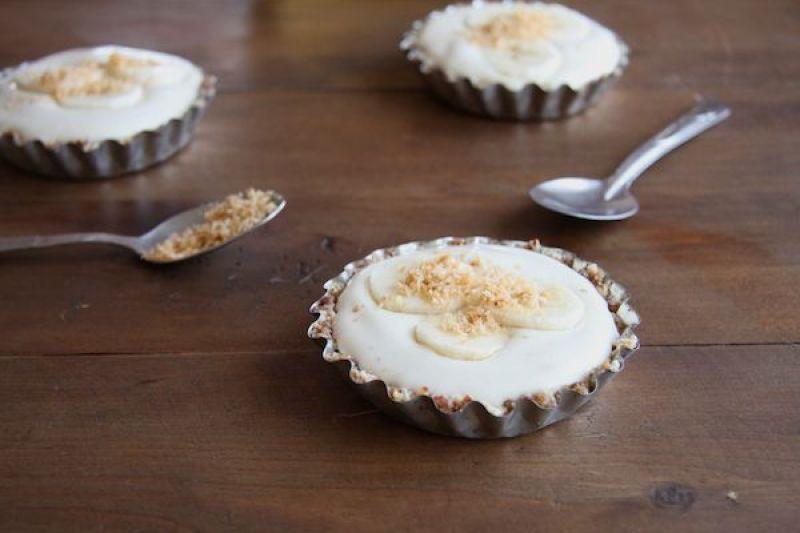 Healthy Mini Banana Cream Pies I 24 Carrot Life
