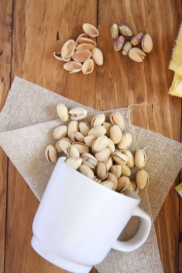 Pistachio Pairings: No Bake Almond Joy Cookies, Homemade Mint Tea, and In Shell Pistachios I 24 Carrot Life #sponsored