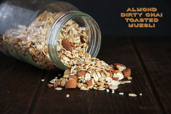 Toasted Almond Dirty Chai Muesli // 24 Carrot Life #muesli #overnightoats