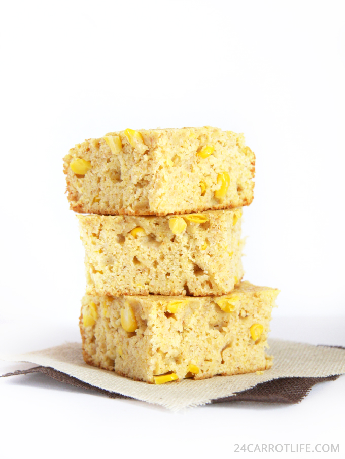 Healthy Cottage Cheese Cornbread // 24 Carrot Life #healthyeats #cottagecheese #protein
