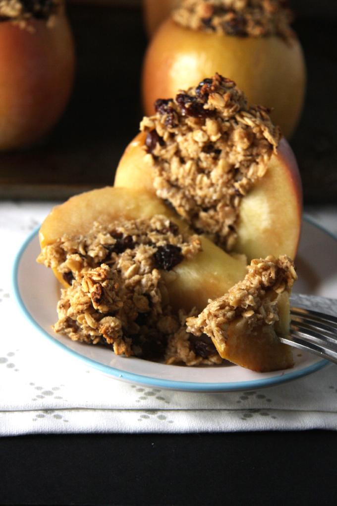 Oatmeal Raisin Cookie Baked Apples // 24 Carrot Life #ad #glutenfree