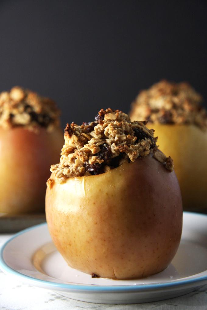 Oatmeal Raisin Cookie Baked Apples // 24 Carrot Life #ad #glutenfree