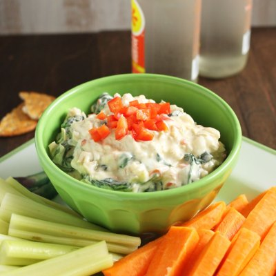 Skinny Greek Yogurt Spinach and Artichoke Dip
