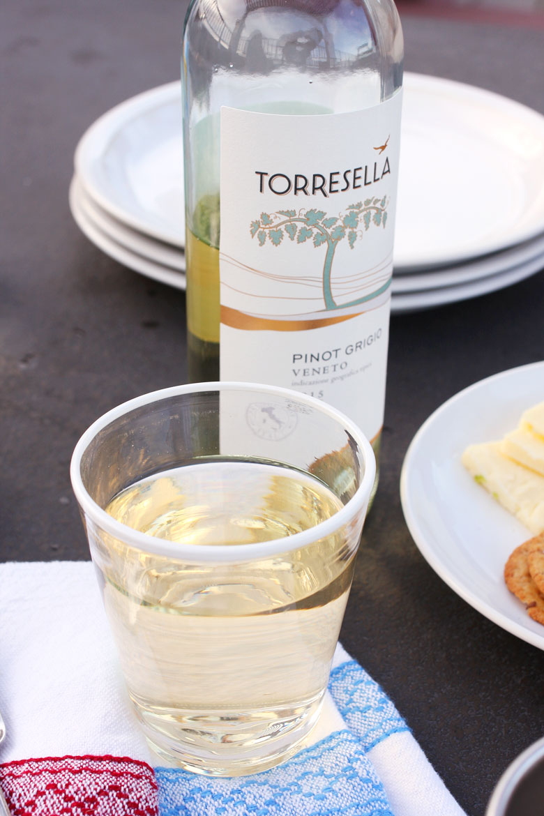 Girls Night with Torresella // 24 Carrot Life #healthyfood #girlsnight #entertaining #ad #TorresellaWines