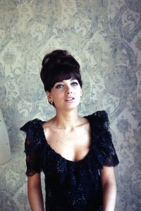 suzanne-pleshette-showing-cleavage1