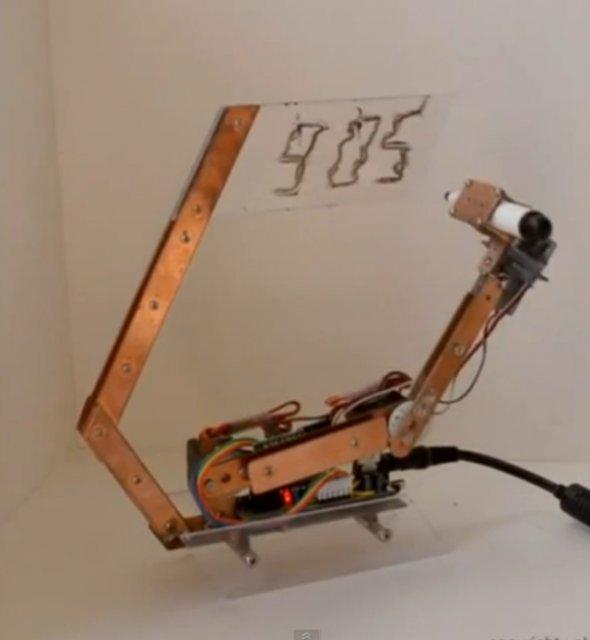 Необычные часы Artbot (видео)
