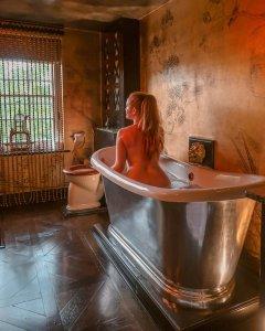 bathroom 40 winks hotel London