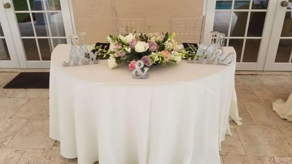 Mr and Mrs wedding table