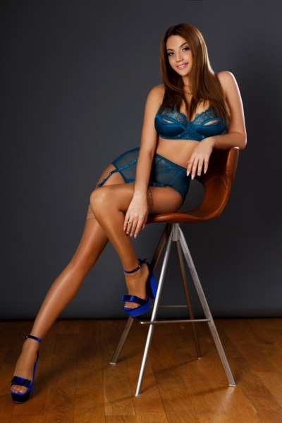 Vanessa Busty Model and Bayswater Escort in London