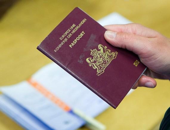 Kabinet wil BSN op paspoort vervangen door QR-code op achterkant