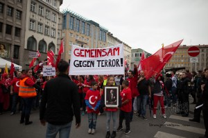 grauewoelfe 200915 13 - Turkish nationalists rally against Kurds and for Erdogans politics against the PKK.