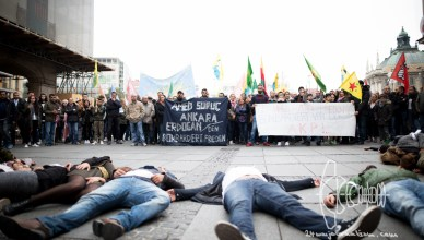 kurdeflahmob 101015 13 - Kurdish demonstrators hold flashmob in commemorance with killed in Ankara
