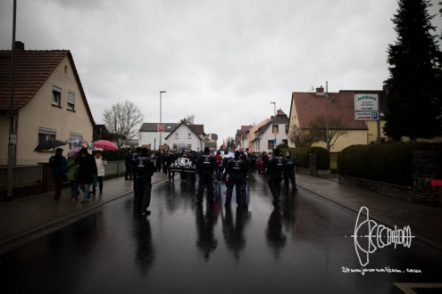 Antifacists arriving in Büdingen.