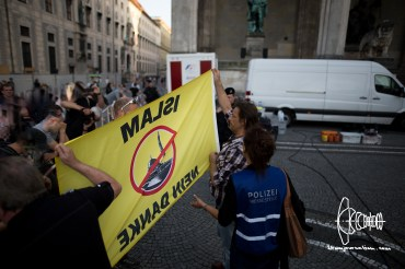 PEGIDA-police-violence_20160718_10