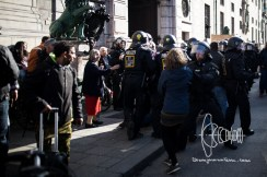 Police violently pulls out activists.