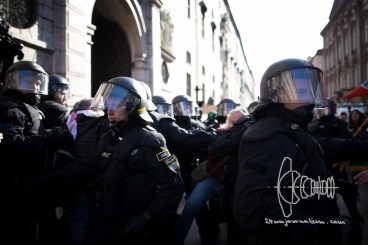 During a demonstration against the new Integrationlaw of Germany in Munich, police violence errupts after color bags were thrown. More then fifty people were wounded by police.