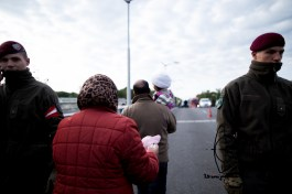 Austrian military lets through small groups of migrants.