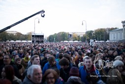 Bands play in Munich for refugees and supporters on Königsplatz for free.