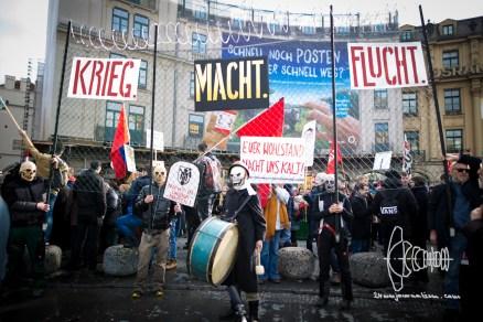 Protestors gather on Karlsplatz/Stachus.
