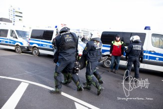 Demonstrators are violently pulled out of the block on Flughafenstrasse.
