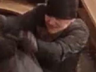 Foto af gerningsmand ved røveri mod værtshuset Mødestedet i Brørup den 22. marts 2019 Foto: Syd- og Sønderjyllands Politi