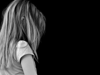 pige barn offer ked trist