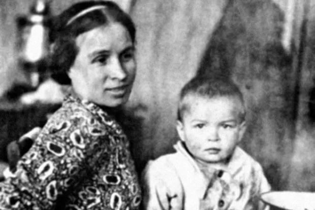 Рудольф Нуриев с мамой