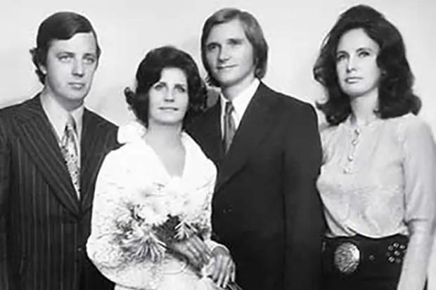Раймонд Паулс с женой и друзьями