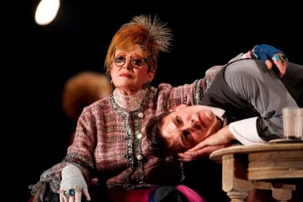 Марина Неелова в спектакле «Дама»