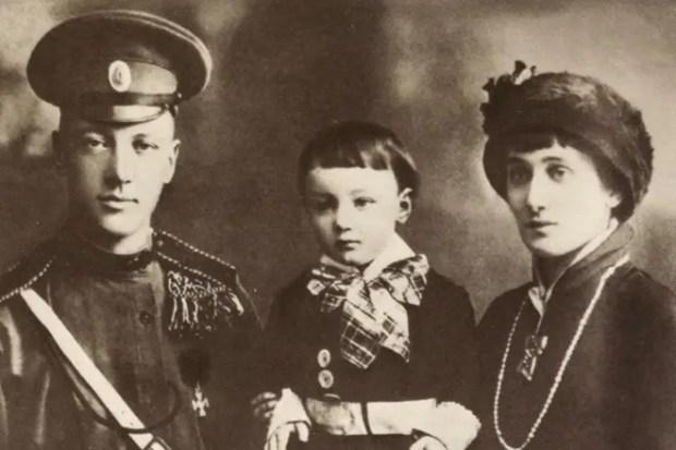 Ахматова с семьей