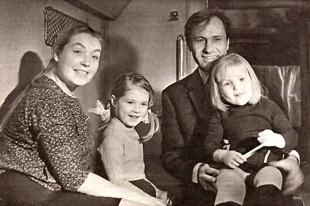 Василий Шукшин и Лидия Федосеева с дочерьми