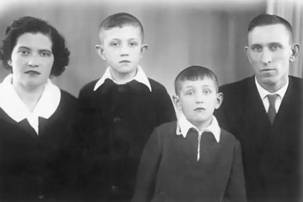 Олег Митяев с семьей