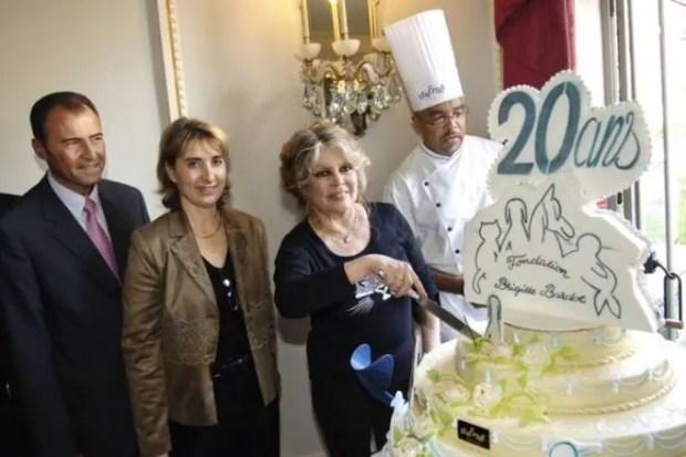 Брижит Бардо празднует 20-летие созданного ею Фонда защиты животных