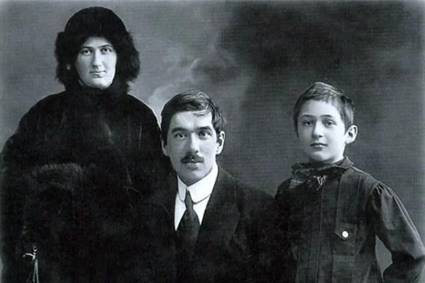 Корней Чуковский с женой и сыном