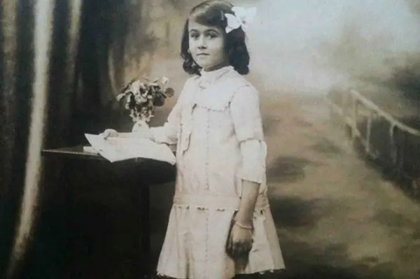 Белла Ахмадулина - биография, личная жизнь, фото, стихи ...