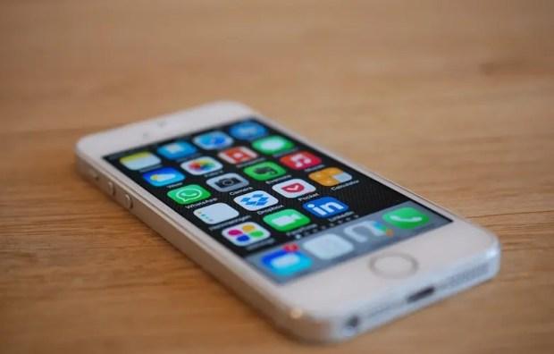Названы самые популярные «безрамочные» смартфоны в России