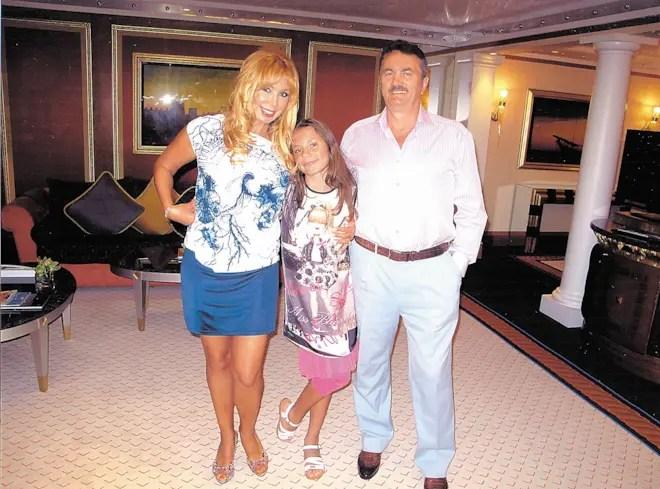Маша Распутина со вторым мужем Виктором и дочерью