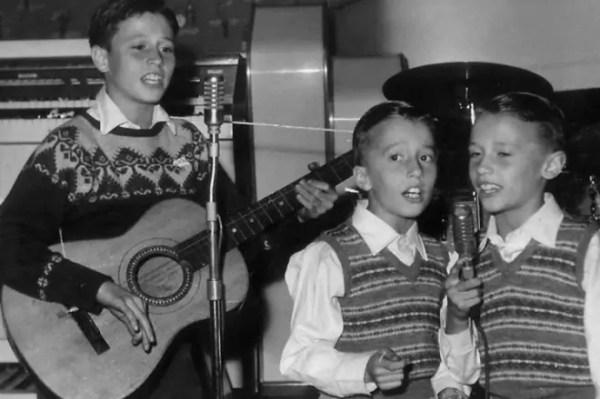 """Группа """"Bee Gees"""" - история создания, состав, песни, клипы ..."""