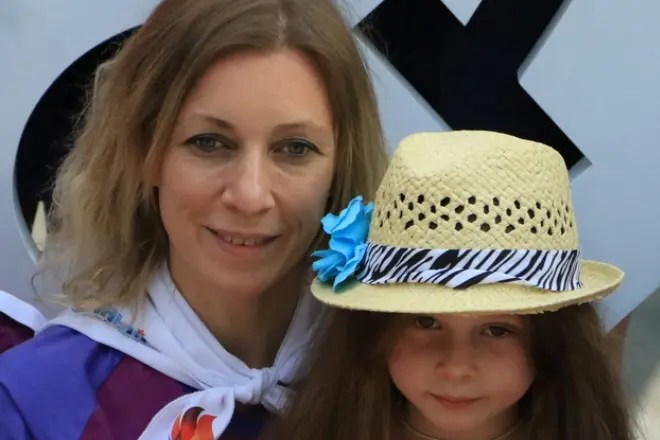 Мария Захарова с дочерью