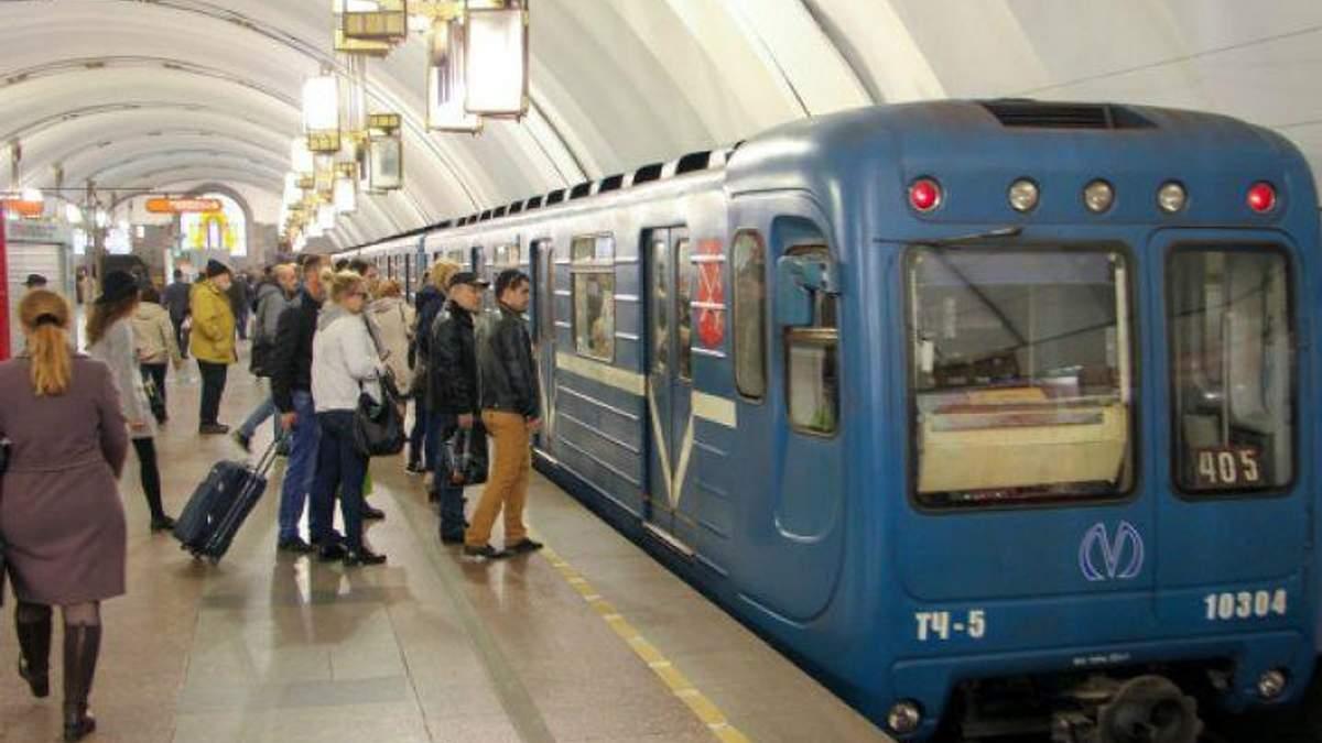 В киевском метро произошел сбой в движении из-за пассажира ...