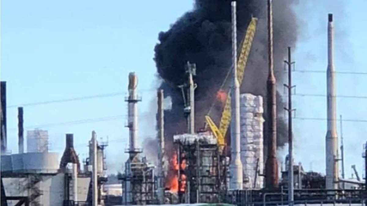 В Канаде на нефтеперерабатывающем заводе произошел мощный ...