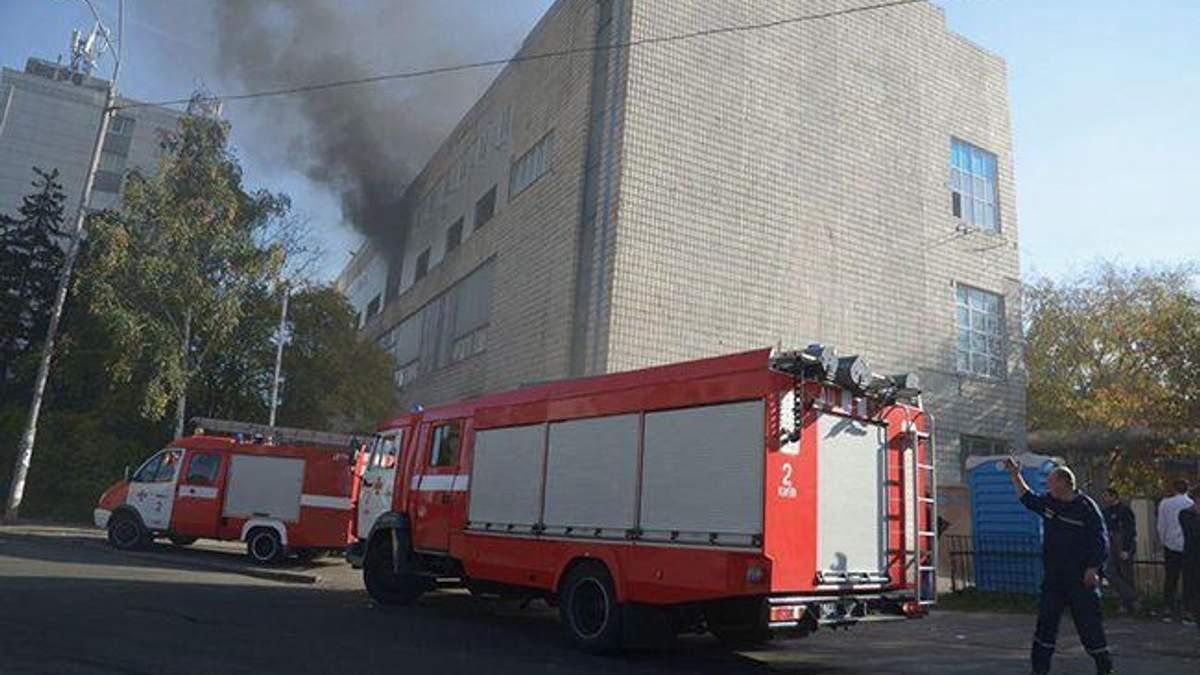 Пожар в Киеве на заводе Транссигнал: видео и фото пожара