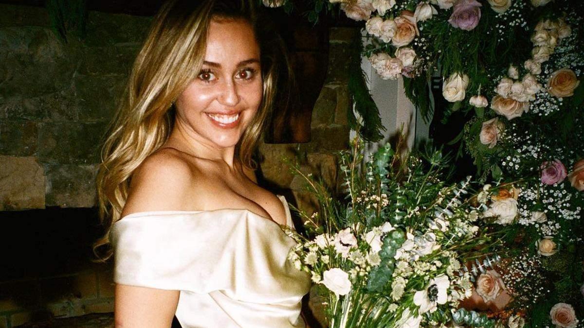 В нежном шелковом платье: Майли Сайрус показала новые фото ...