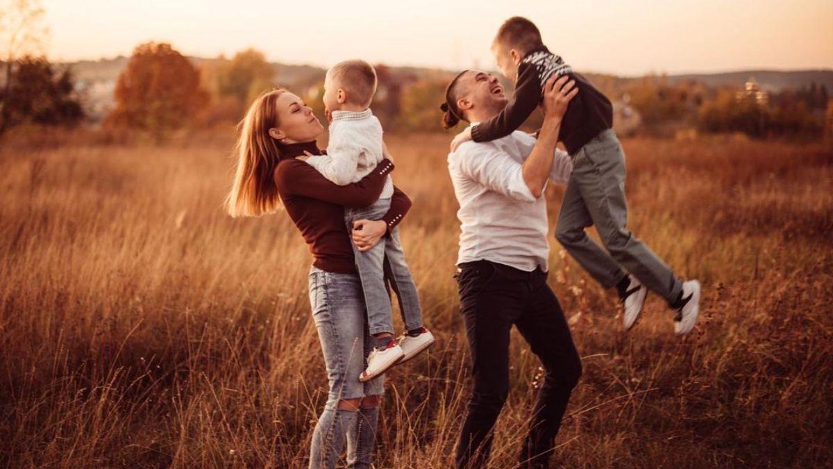 Alyosha очаровала сеть семейным фото с отдыха