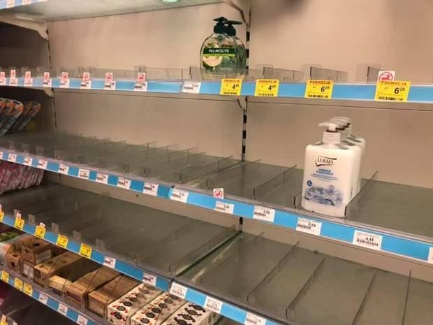 Полиці київського супермаркету