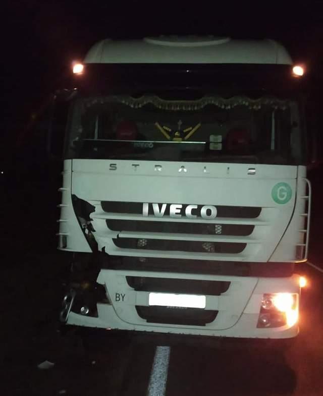 На Львівщині білоруська вантажівка на смерть збила чоловіка: фото