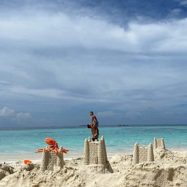 Монатік з синами розважається на Мальдівах: казкові фото